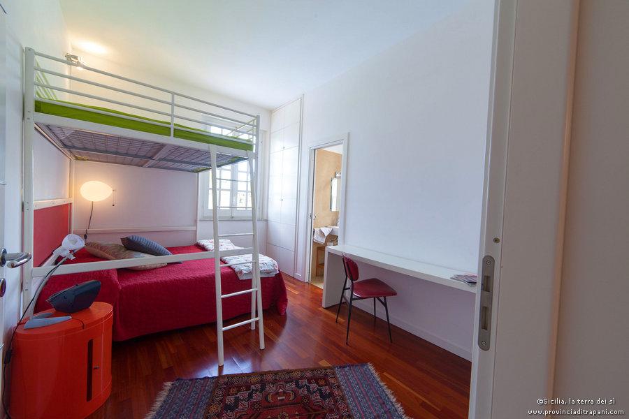 Camera da letto matrimoniale con castello