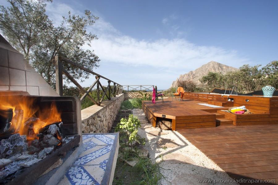 Barbecue, pool and solarium