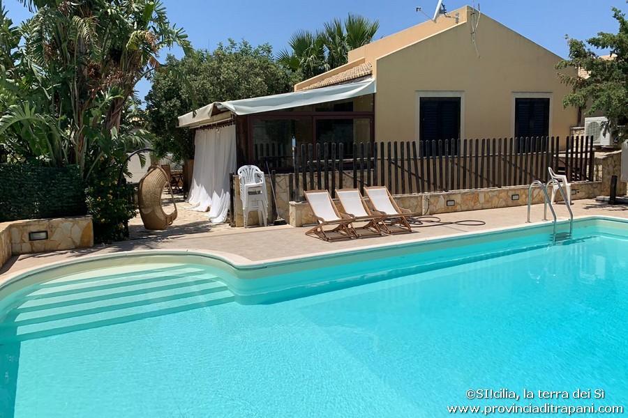 vista villa e piscina